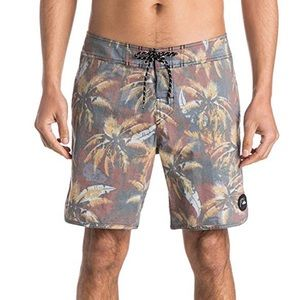 Quicksilver Men's Palms Board Shorts size 32